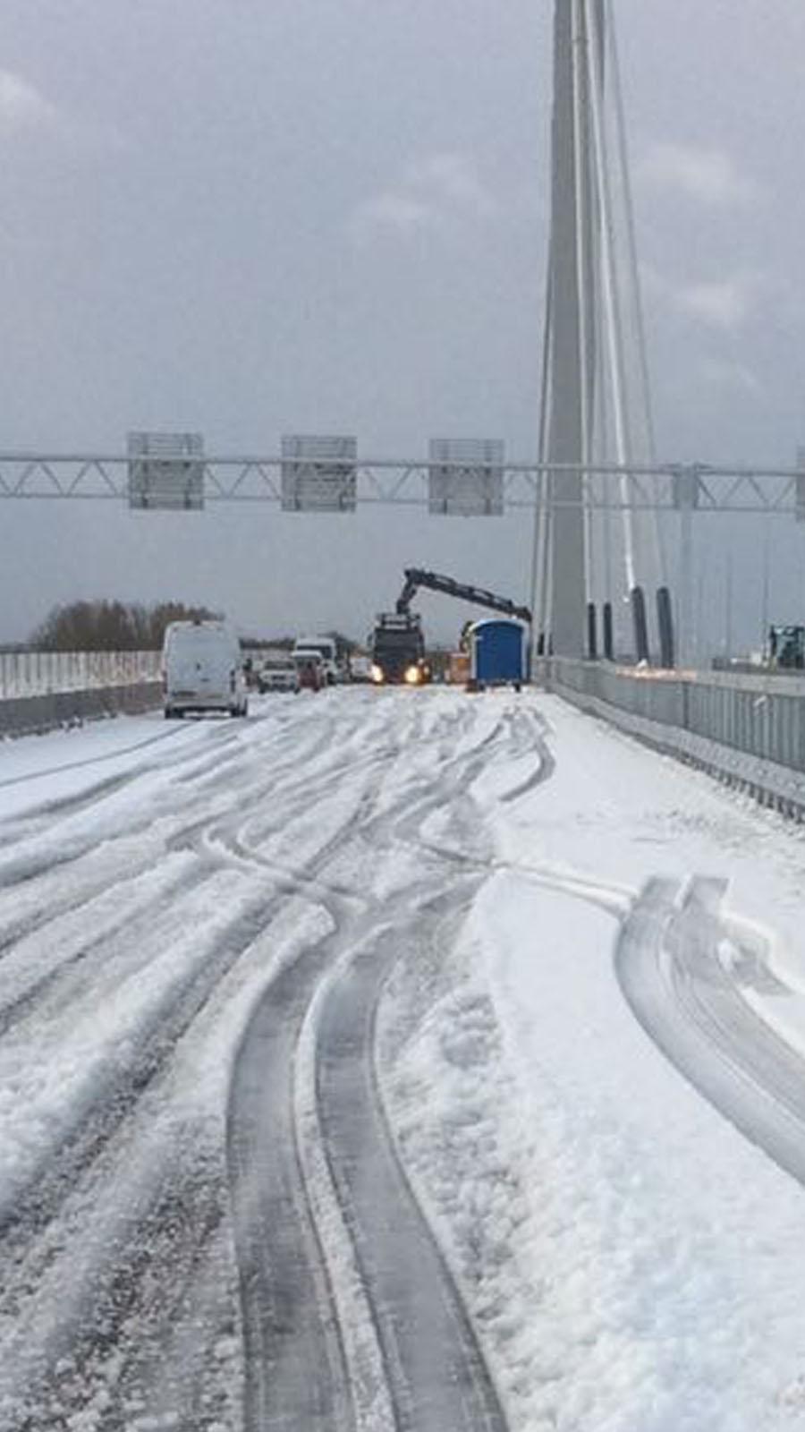 Nieuwe kabel over de brug A50